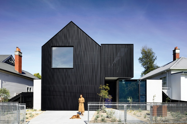 The velvety black facade is formed from more than seven kilometres of aluminium sections, meticulously cut and installed piece by piece.