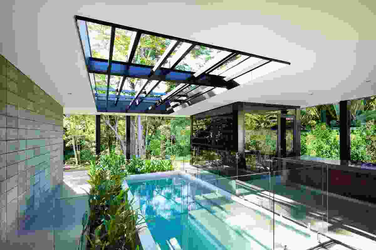 (-) Glass House by Charles Wright Architects.