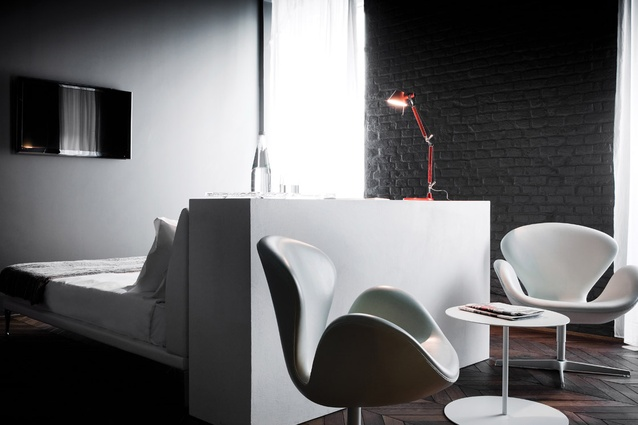 Simply furnished, the rooms feature italian design classics.