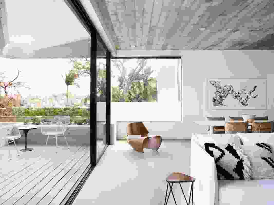 Triplex Apartment by Luigi Rosselli Architects.