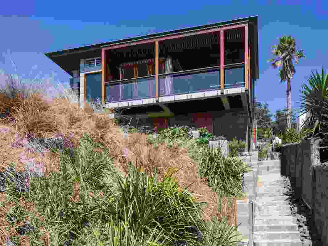 Coalcliff House by Indyk Architects.