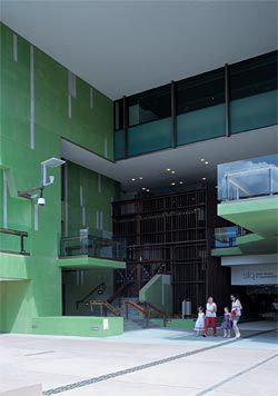 At each end the atrium slot is indicated by large formal gestures, which suggest alternative ways of traversing the site. Seen here is the opening in the south-east elevation, which faces the Queensland Cultural Centre. Image: Jon Linkins