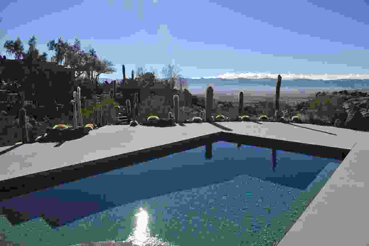 The Mojave Rock Ranch, just north of Joshua Tree National Park in the USA, is the project of Troy Williams and Gino Dreese, landscape architects and garden builders.
