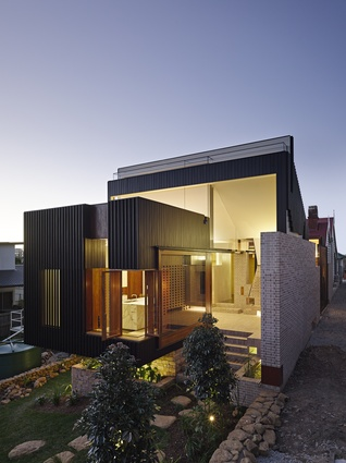 2014 qld regional architecture awards brisbane architectureau highgate hill house by twofold studio and cox rayner architects malvernweather Image collections