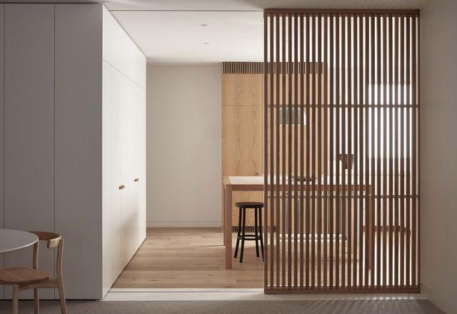 Darling公寓的翻新开始是对厨房的更新,并演变成对整个公寓的改造。摄影:肖恩Fennessy。