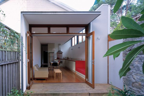 The brief to the architects was to add space to an existing worker's terrace and increase its security.