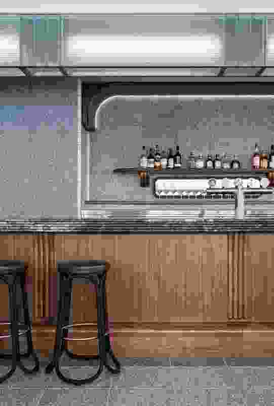 The long, double-sided bar attached to the kitchen serves all areas, increasing efficiency.