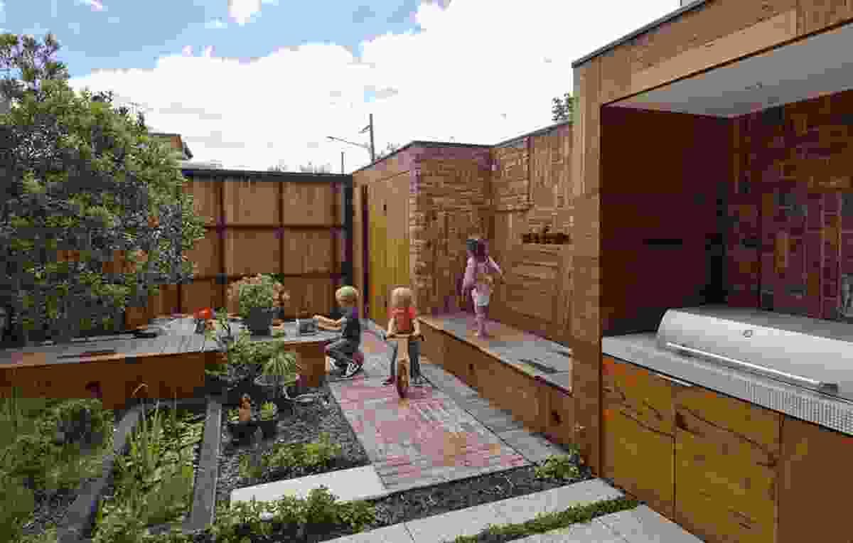 Cubo Rear Garden by PHOOEY Architects + Simon Ellis Landscape Architect.