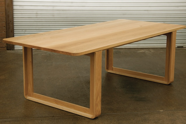 The T009 table is manufactured from American oak.