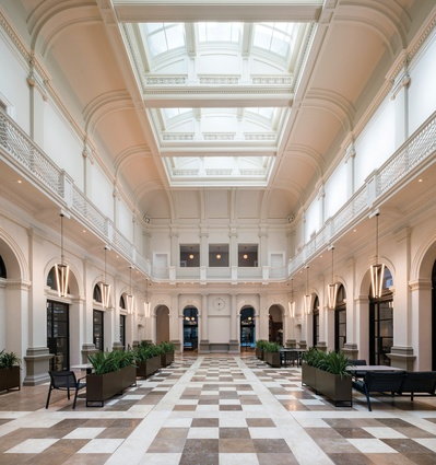 Postal Hall is a grand public room within the State Buildings, between the retail, food and beverage precinct and Como The Treasury restaurants and lounges.