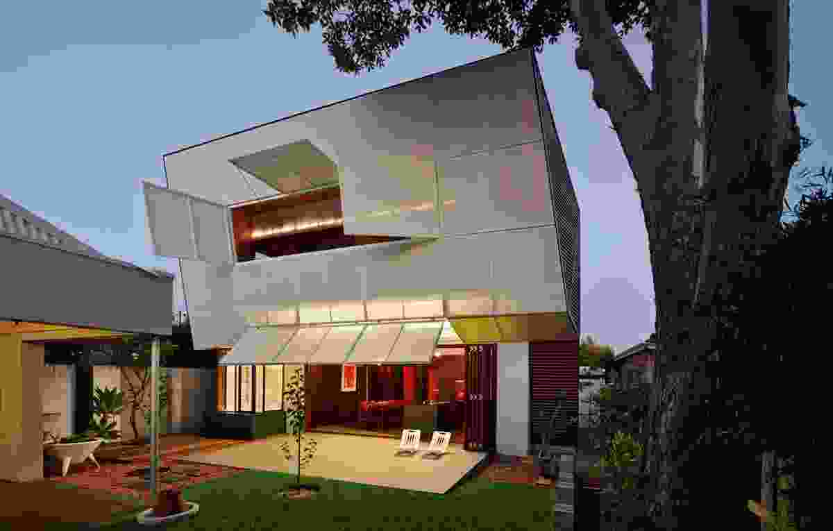 CASA31_4 Room House by Caroline Di Costa Architect and Iredale Pedersen Hook Architects.