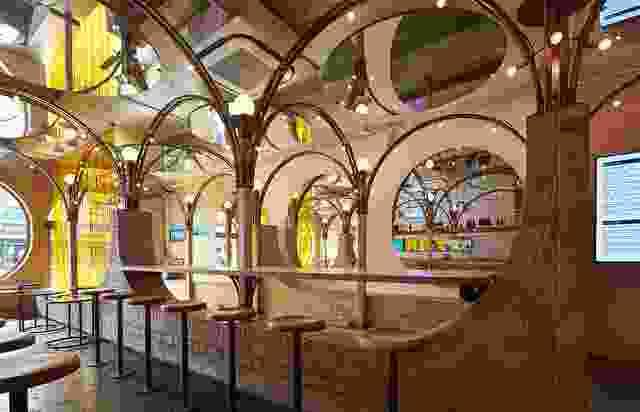 """受到墨尔本郊区住宅前花园和栅栏的启发,march工作室使用拱形""""砖栅栏""""作为反复出现的主题。"""