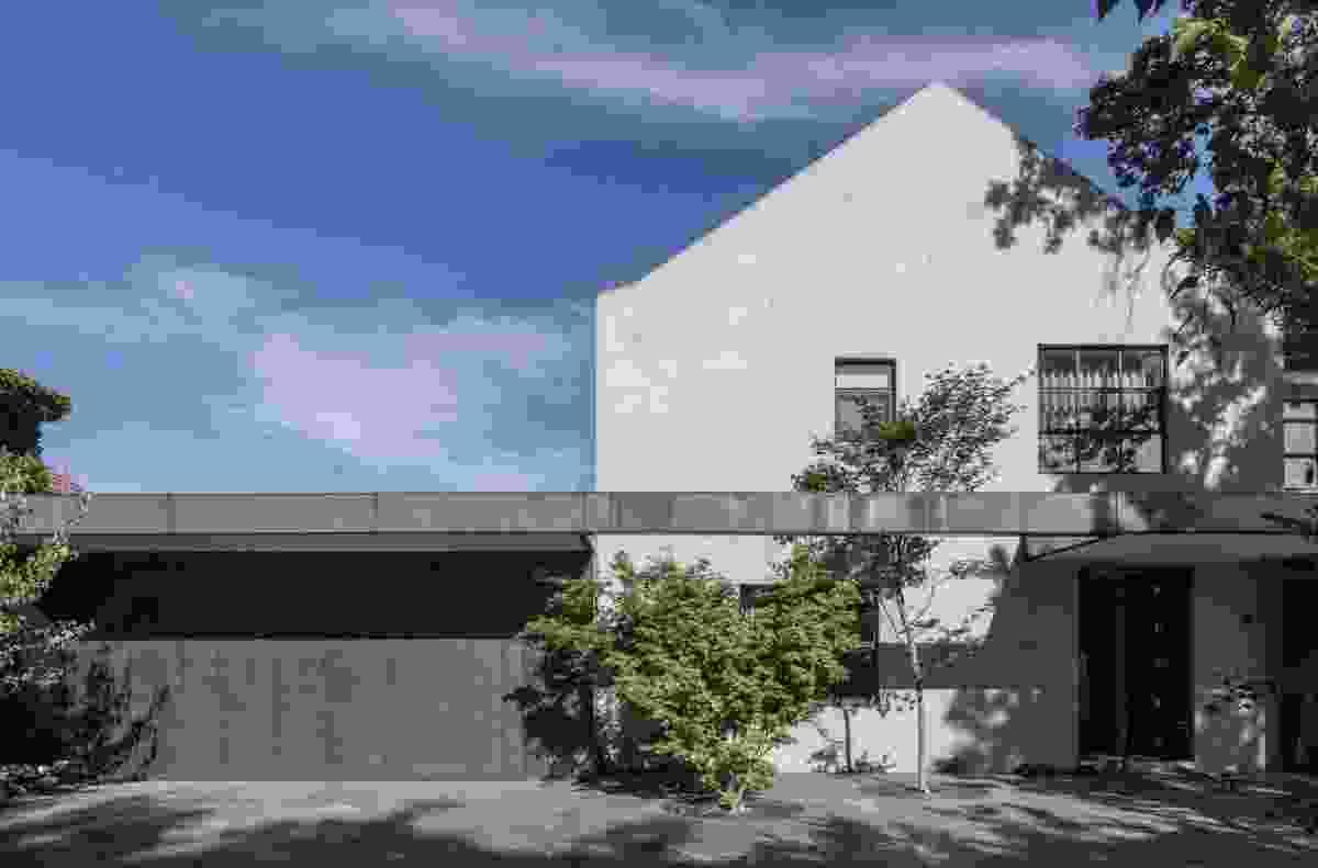 Hopetoun Road Residence by B.E Architecture.