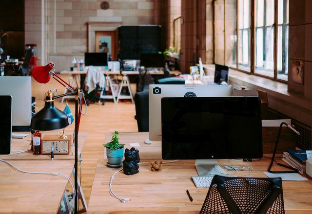 一项具有里程碑意义的建筑业工作幸福感调查的研究人员发现,建筑师感到系统性的误解和被低估,导致工作时间长、期限压力大和工资条件不充分。