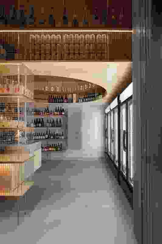 在租户内部,圆形和方形反映了市场大厅的放射状平面。