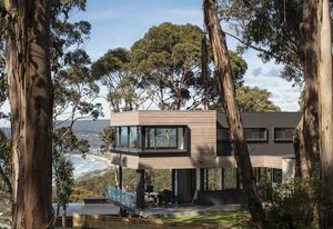 DecoClad V-groove aluminium cladding featured on house in Lorne, Victoria, finished in Decowood weathered timber.