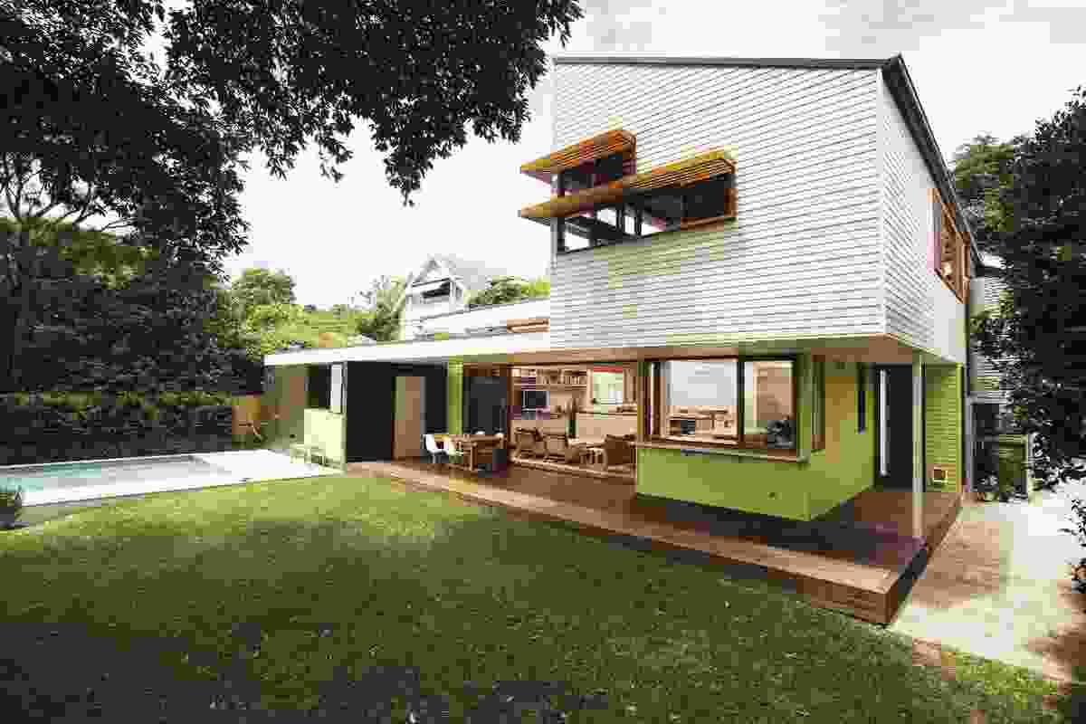 Roseville residence (2007): The rear extension is hidden behind the existing gable roof.