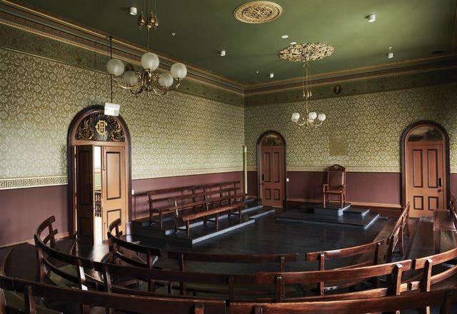 """罗维尔·陈在墨尔本卡尔顿贸易大厅理事会会议厅的干预是""""微妙的、外科手术式的,甚至是令人高兴的"""""""