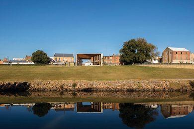 由Chrofi与McGregor Coxall设计的Maitland Riverllink。