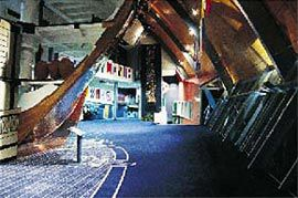 The sectioned Pandora replica is completed by the ship's plan, woven into the carpet.