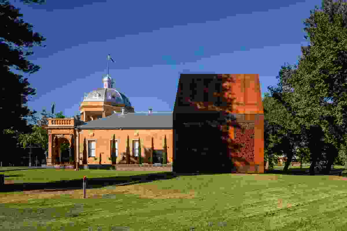 Bendigo Soldiers' Memorial Institute by Lovell Chen.