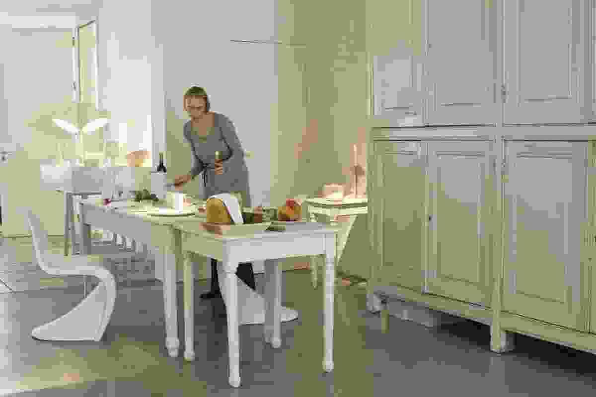 Sofie Lachaert B&B: gallery space where breakfast is served.