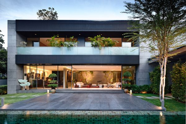 Grass, plantings, trees and water are integrated through all three storeys of the home, and soften the grey volumes.