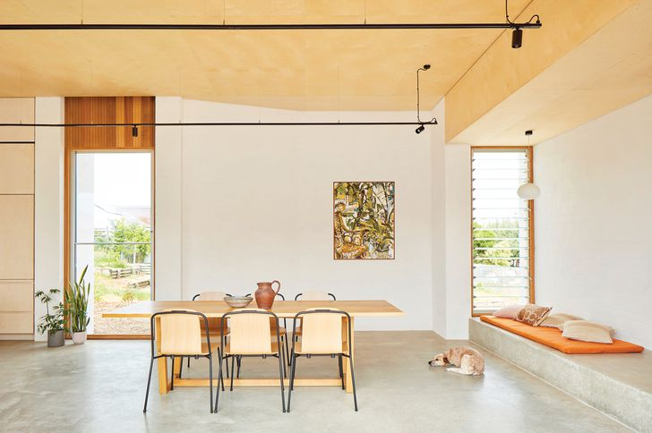 In the dining space, a bank of louvres helps to moderate the sea breeze. Artwork: John Oldham.