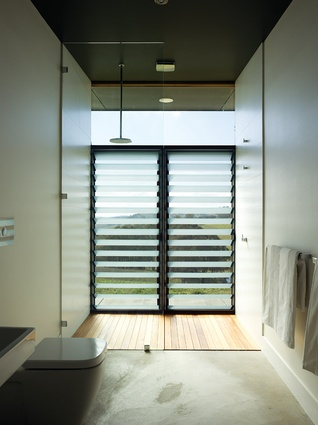 Frosted, louvred windows lining the shower embrace the outdoors.