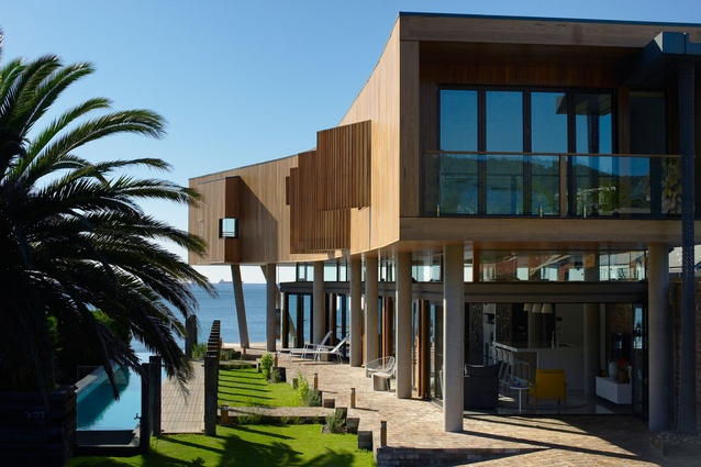 Austinmer Beach House by Alexander Symes Architect.