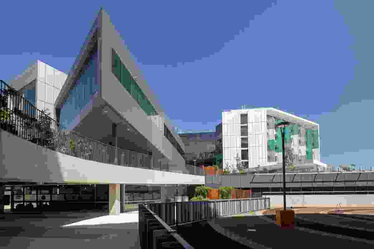 Royal Adelaide Hospital by Silver Thomas Hanley DesignInc (STHDI)/