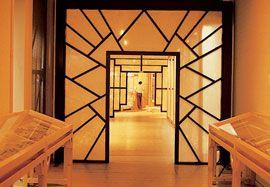 Exhibition design for theTreasures from the Forbidden Cityexhibition, Australian Tour, 1981.