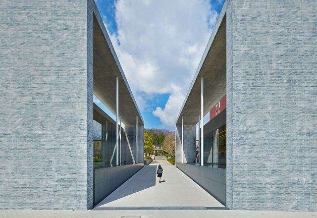 Facet Studio赢得了同志社大学教堂综合体设计竞赛,该设计将教堂和展览空间分成两个体量。