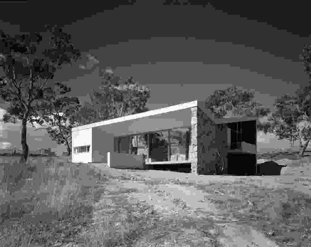 Bowden House by Harry Seidler (1954) is set diagonally on a sloping block.