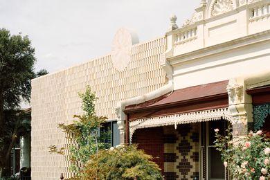 8码房子由Studio明亮。