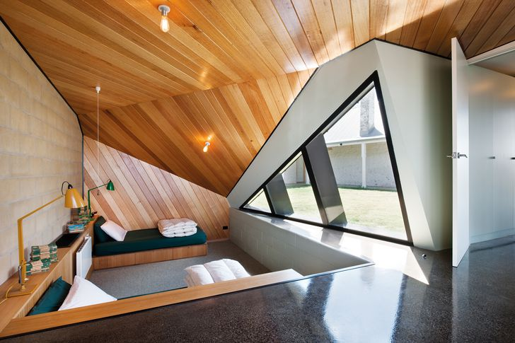 A folded roof rises and falls to frame different rooms and views.