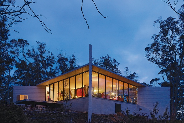 Rocky Hills Retreat by Rosevear Architects.