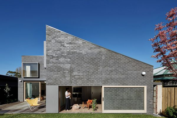 While the addition contrasts with the existing dwelling in material and tone, it is not obtrusive and grows sensitively taller at the rear.