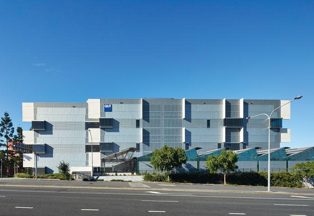 Z9楼是创意产业区第二阶段的标志性建筑,集舞蹈、戏剧、创意写作、音乐、动画和研究于一体。