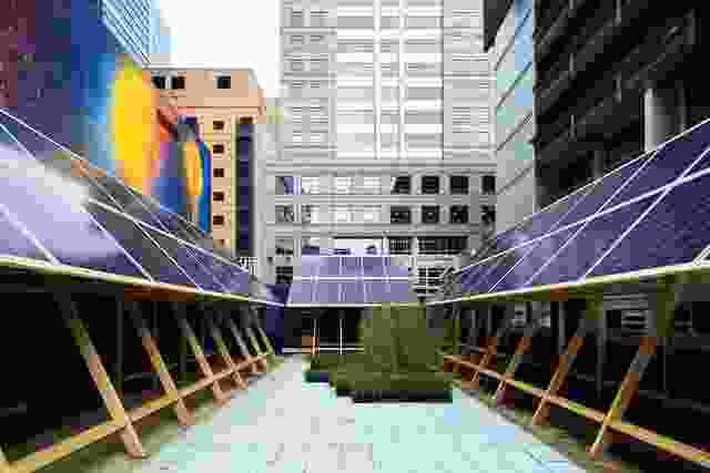 约翰·沃德尔建筑师的太阳能展馆和阿什·基廷的作品以新常态呈现。