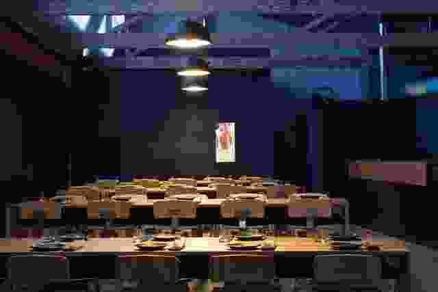 Garagistes Wine和Food Bar,霍巴特,由保罗约翰斯顿建筑师。