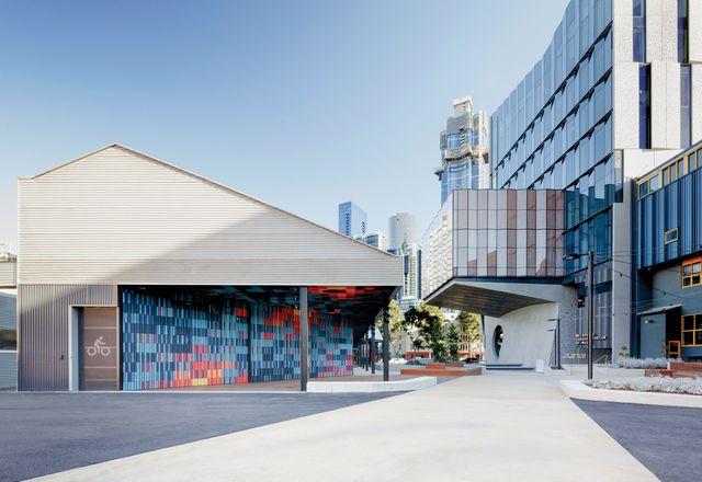 作为一个重要的校园节点,建筑通过小的、人性化的边缘和保护角落来鼓励占用。