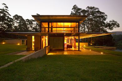 Bangalay, Upper Kangaroo Valley, NSW, by Peter Stutchbury Architecture (2000–05).