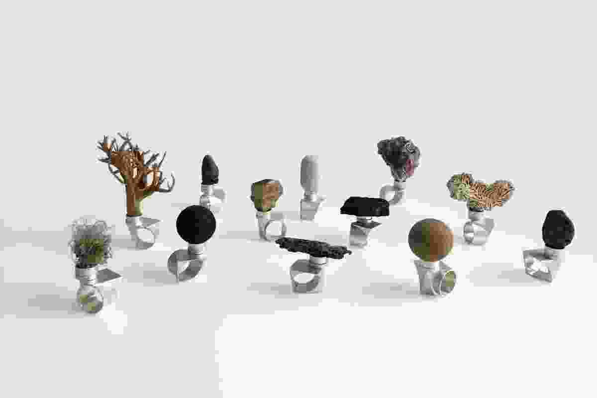 生物导游1-12 2021煤炭,黄块砂岩,鹰克斯伯里砂岩,牡蛎壳,珊瑚,海滩石,漂流木材,海绵,钓鱼线,沙,灰,钕磁铁,胶水和纯银。