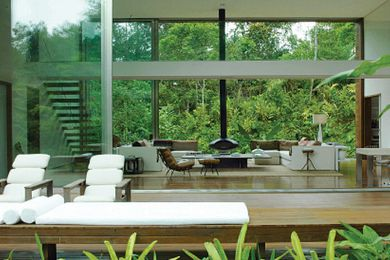 Living Modern Tropical: A Sourcebook of Stylish Interiors
