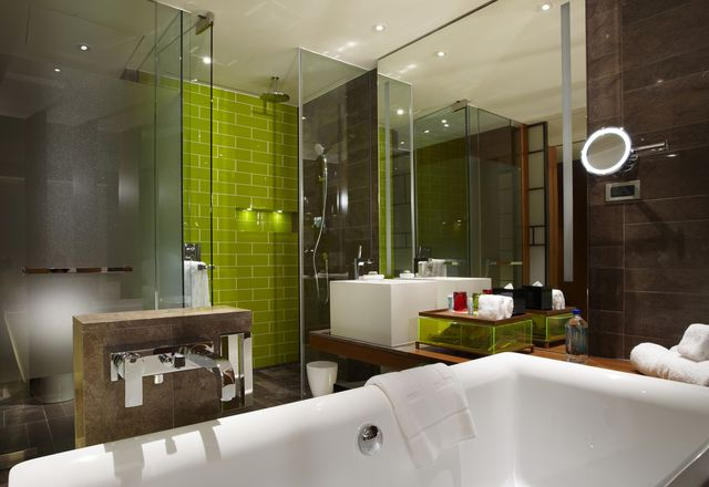 A room in the W Hotel in Taipei, which features the Axor Citterio bathroom collection from Axor, the designer brand of Hansgrohe.