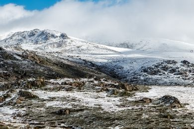 Mount Kosciuszko. In 1840 Polish geologist and explorer Paul Edmund de Strzelecki renamed the mountain Kosciuszko in honour of the ideals of democracy.