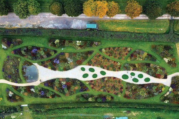 The garden designed by Piet Oudolf at the Hauser and Wirth gallery in Somerset, UK includes a large perennial meadow at the rear of the main building.