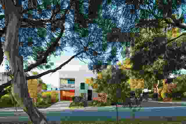 With Architecture Studio设计的SHAC(照片左侧可见)、David Barr Architects设计的Y一代示范住宅(中间)和Josh Byrne and Associates设计的蓄水池(中间)是WGV实验住宅开发的三个关键项目。